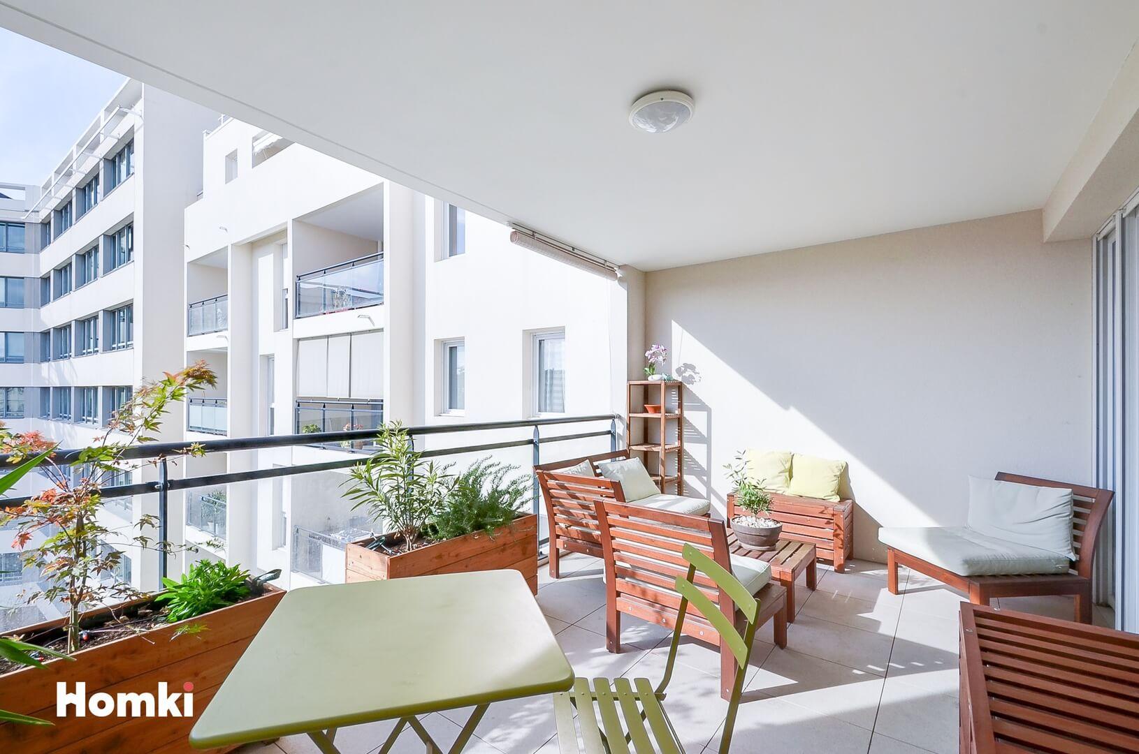 Homki - Vente Appartement  de 74.0 m² à Marseille 13002