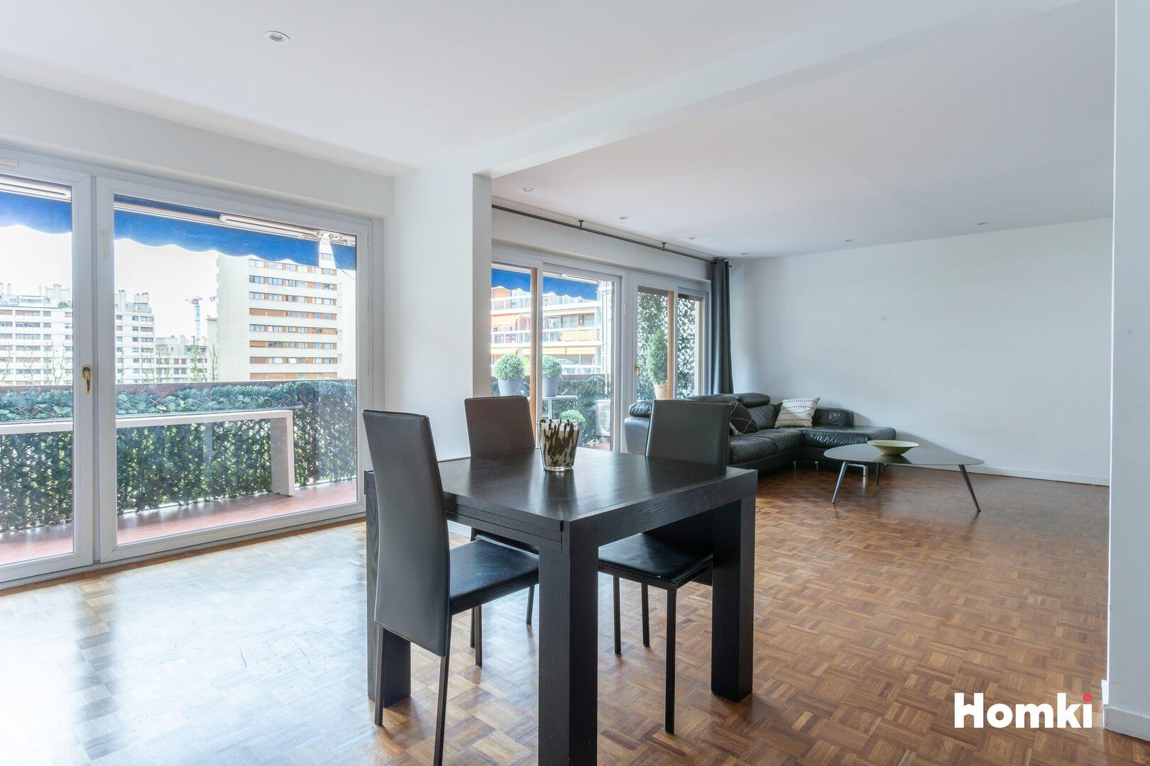 Homki - Vente Appartement  de 107.0 m² à Marseille 13006