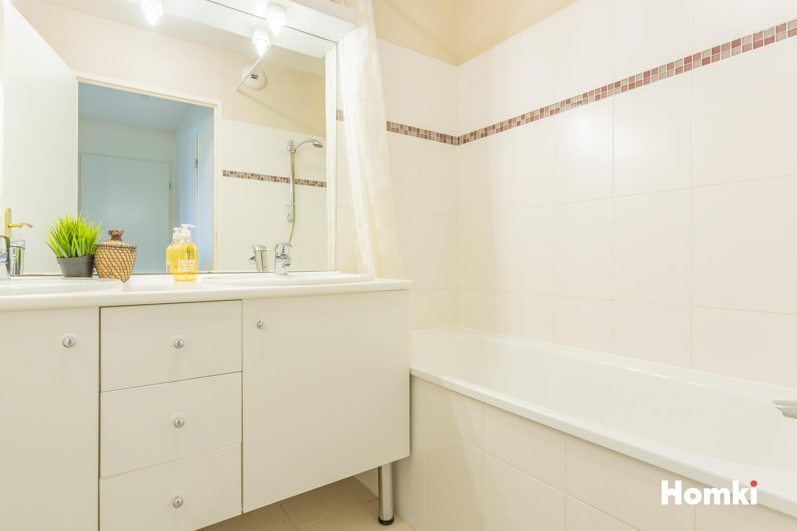Homki - Vente Appartement  de 62.0 m² à Marseille 13013
