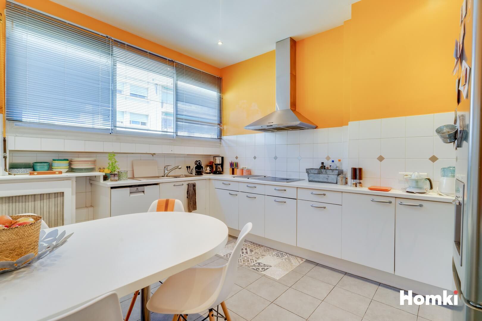 Homki - Vente Appartement  de 179.0 m² à Marseille 13008