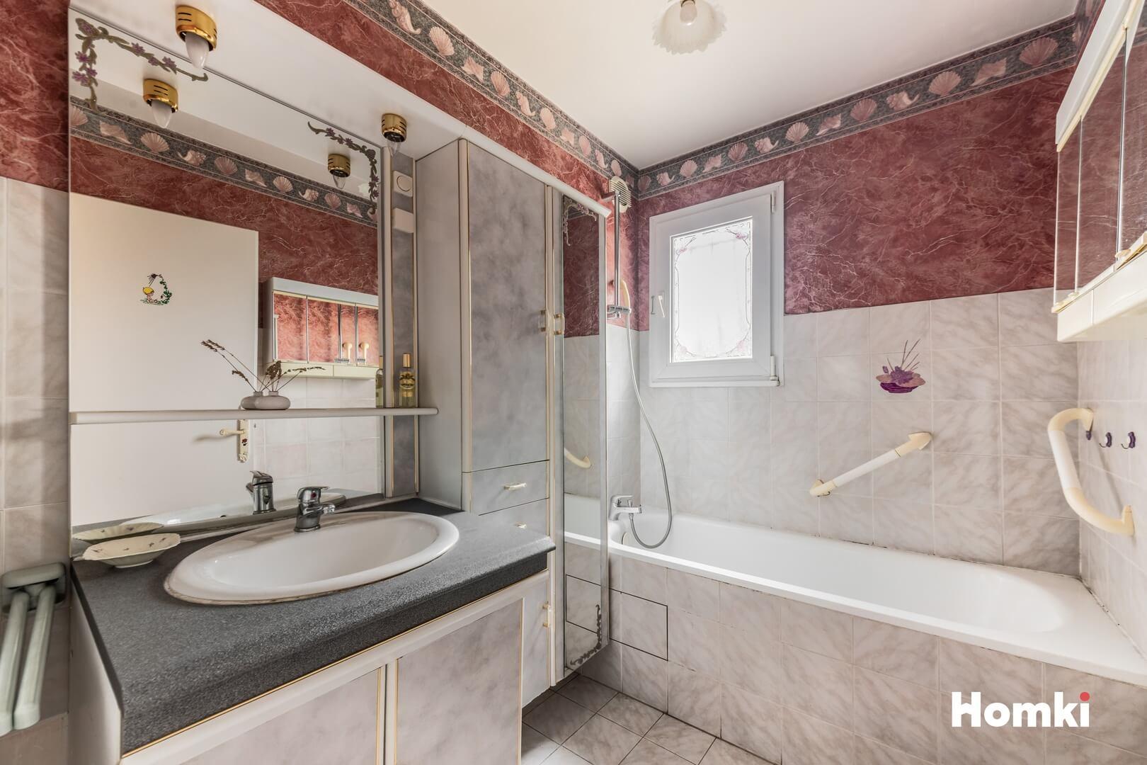 Homki - Vente Appartement  de 70.0 m² à Marseille 13013