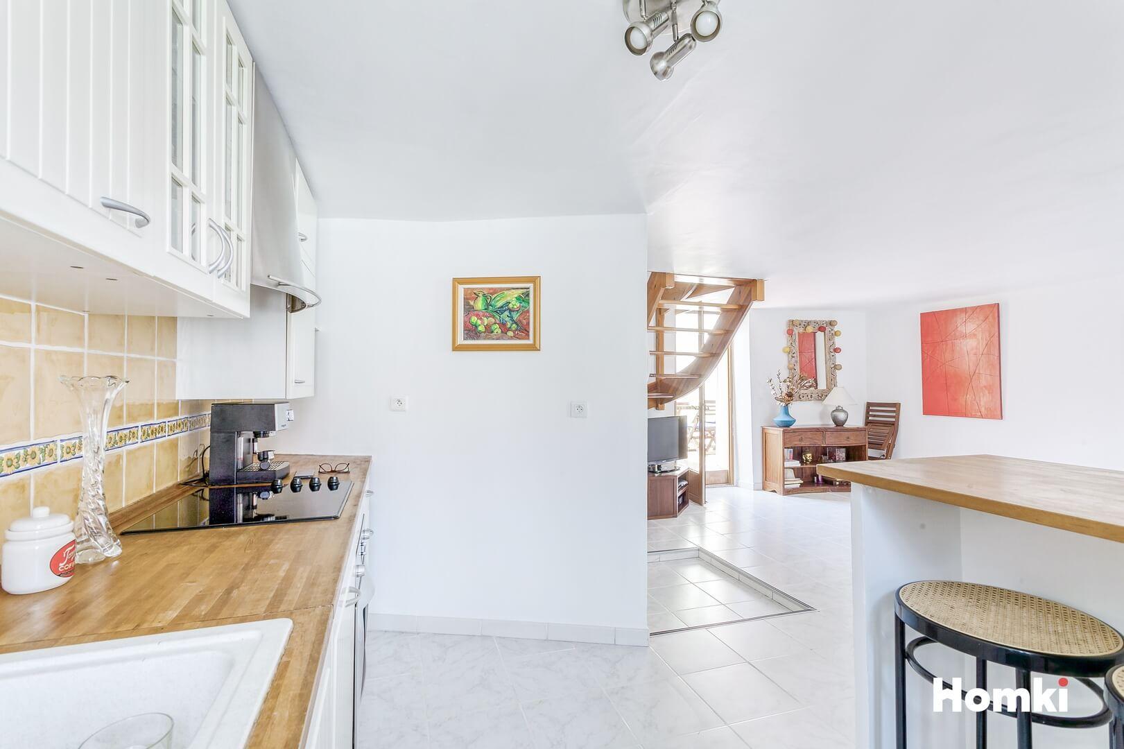 Homki - Vente Appartement  de 69.0 m² à Marseille 13006
